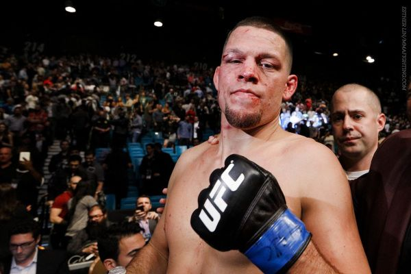 Nate Diaz celebra su victoria ante Conor McGregor. Foto: Esther Lin/MMAFighting