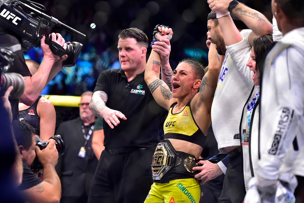 Jessica Andrade se proclama campeona del peso paja. Foto: Jason Silva/ USA Today Sports